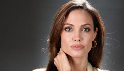 Angelina Jolie Oğlu İle Alışverişte Görüntülendi