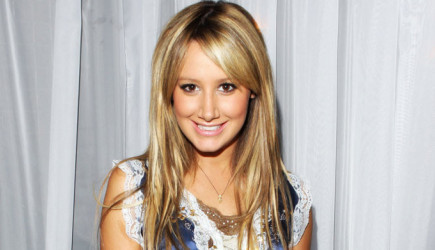 Ashley Tisdale'den Karnı Burnunda Poz