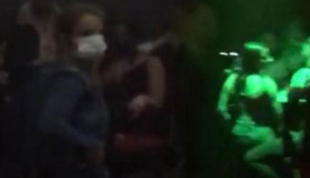 Beyoğlu'nda Koronavirüs Kurallarını Çiğneyen Gececilere Polis Baskını!