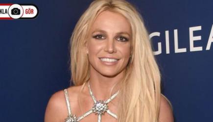 Britney Spears, Maske ile Güneşlenirken Objektiflere Takıldı