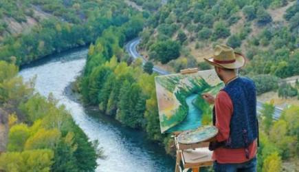 Eğitimini Almadan Çizdiği Resimler Hayrete Düşürdü!