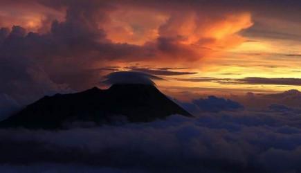 Endonezya'da Ili Lewotolok Yanardağı İçin Uyarı!
