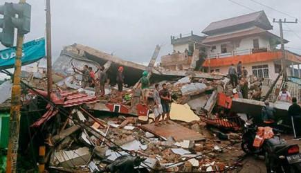 Endonezya'da Korkunç Deprem! Onlarca Kişi Öldü