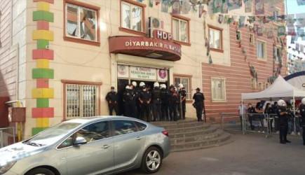 HDP Diyarbakır İl Eş Başkanlarına Gözaltı