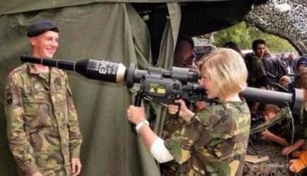 Hollanda'da Kadınlara Zorunlu Askerlik Getirildi