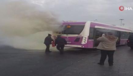 İETT Otobüsünün Motorunda Yangın Çıktı