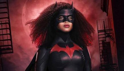 İlk Siyahi Batwoman'dan Kostümlü Özel Fotoğraflar