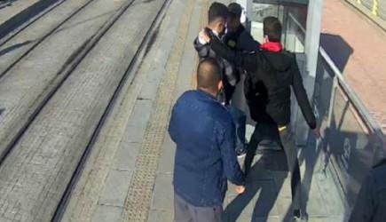 Konya'da Güvenlik Görevlisi Tramvay Durağında Bıçaklı Saldırıya Uğradı