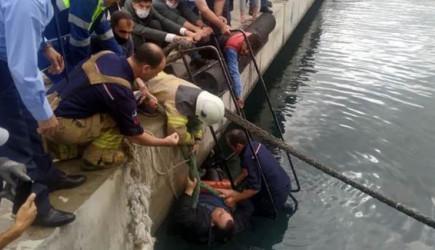'Korona Var' Dediler, Denize Düşen Adama Yardım Etmediler