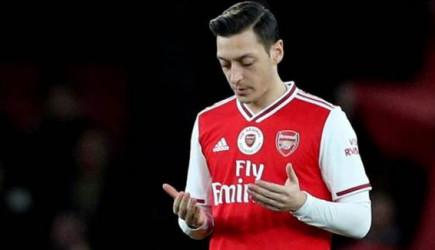 Mesut Özil Arsenal'da Kadro Dışı Kaldı