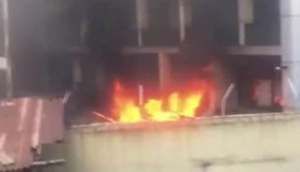 Nijerya'da Binalar Ateşe Verildi