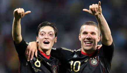 Podolski'den Fenerlileri Kızdıracak Özil Yorumu