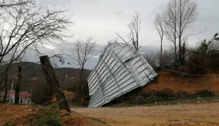 Sakarya'da Lodos Çatıları Uçurdu