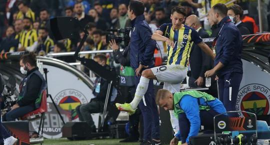Fenerbahçe'de Mesut Özil Royal Antwerp Maçında Yaptığı Hareketle İlgili Açıklama Yaptı!