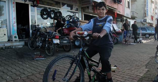 15 Yaşındaki Mucit, Ağaç Motorundan Moto-Bisiklet Yaptı