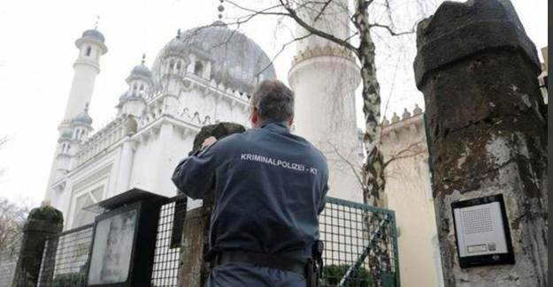 Almanya'da Camiilere Tehdit Mektubu