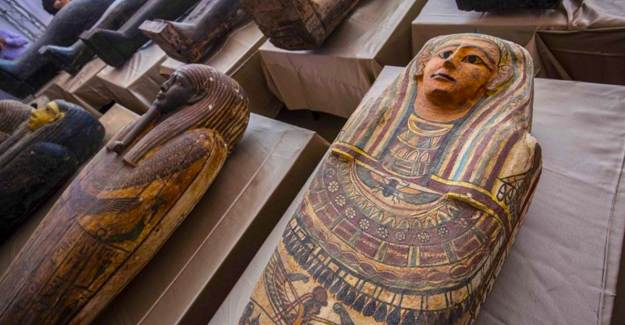 Antik Mezarlıkta 80'den Fazla Açılmamış Lahit Bulundu