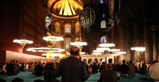 Ayasofya Camii'nde Mevlit Kandili Kutlandı