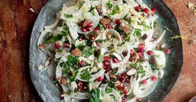 Badem ve Narlı Rezene Salatası Tarifi