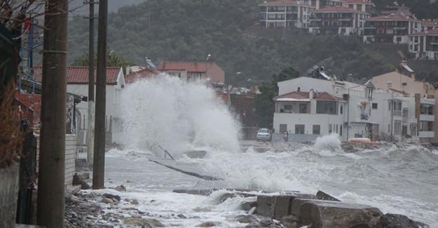 Çanakkale'de Lodos Fırtınası Etkili Oldu