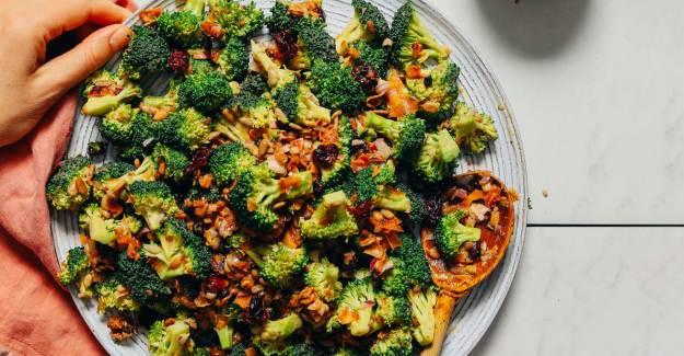 Çiğ Brokoli Salatası Nasıl Yapılır? Çiğ Brokoli Salatası Tarifi