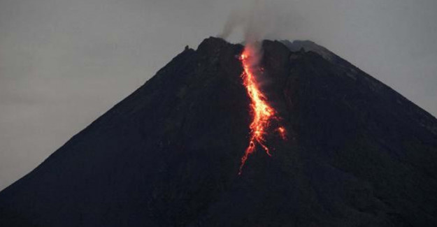 Endonezya'da Sinabung Yanardağı Patladı!