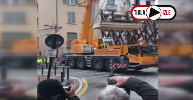Fransa'da 300 Kiloluk Adam Vinç Yardımı ile Evden Çıkarıldı