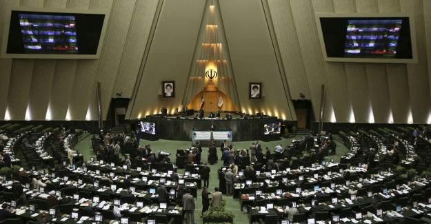 İran Meclisi Orduya Göçmenleri Öldürme Yetkisi Verdi