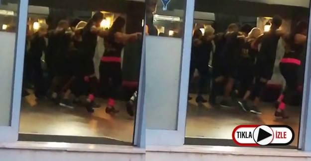 Kadıköy'de Kol Kola Kovid-19 Dansı