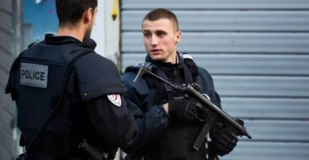 Fransa'da Kilise Yakınında Bıçaklı Saldırı!