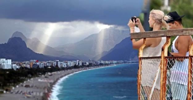 Konyaaltı Sahili'nde Meydana Gelen Görüntüyü Görenler Hayrete Düştü