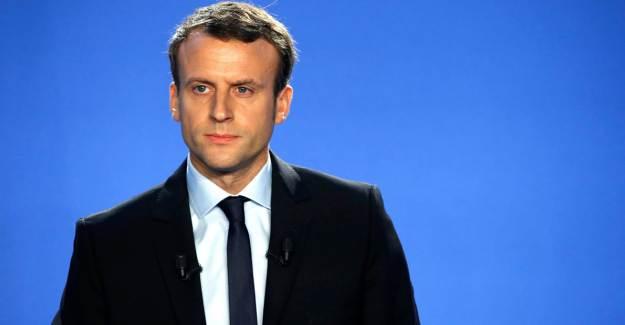 Macron'dan 'Karikatürlerden Vazgeçmeyeceğiz' Açıklaması