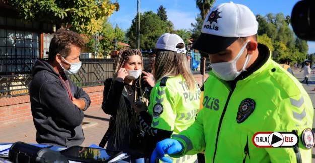 Maske Cezası Yedi, Polisleri Tehdit Etti