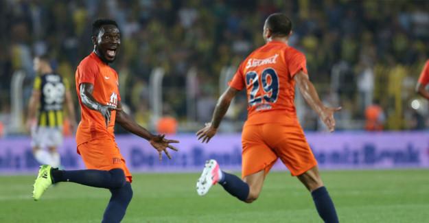 Medipol Başakşehirde Yıldız Futbolcuyla Yollar Ayrıldı