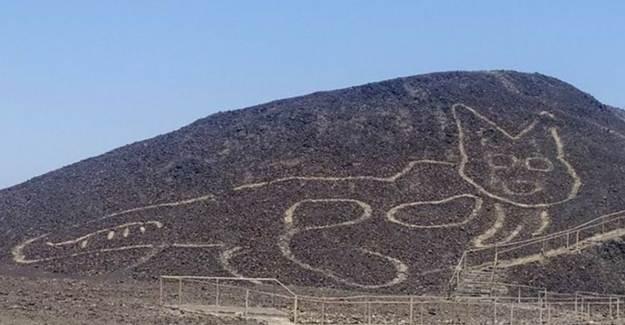 Peru'da Bir Yamaca Çizilmiş 2 Bin Senelik Kedi Figürü Keşfedildi