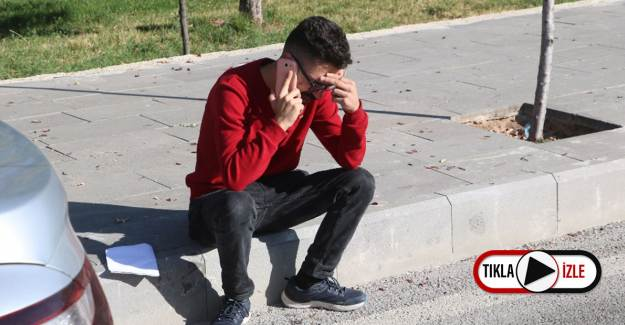 Saati Geri Kaldığı İçin Sınava Giremeyince Gözyaşlarına Hakim Olamadı