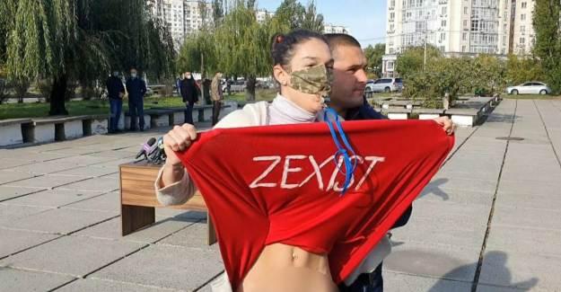 Ukrayna 'da FEMEN Üyesi Kadından Vladimir Zelenskiy'e Tepki
