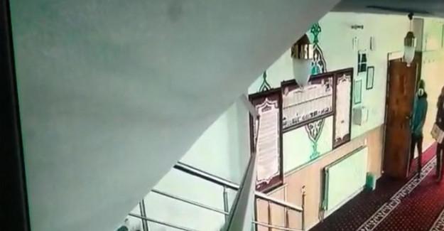 Van'da Camiyi Soyan Çift Yakalandı