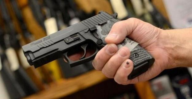 16 Yaşındaki Oynadığı Silahın Ateş Alması Sonucu Yaralandı