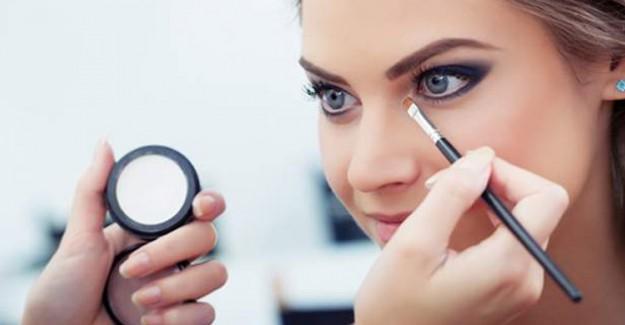 5 Adımda İri ve Çekici Göz Makyajı