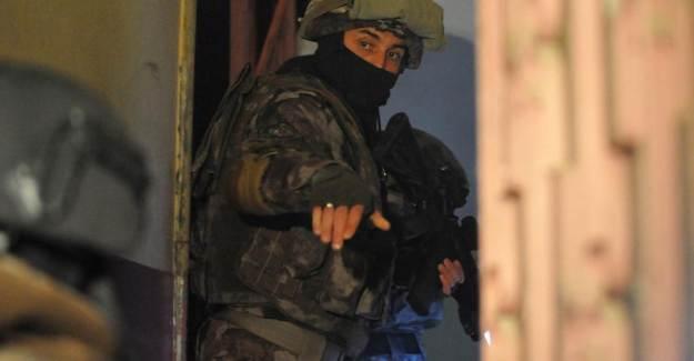 5 İlde FETÖ Operasyonu: 1 'i Polis 12 Gözaltı