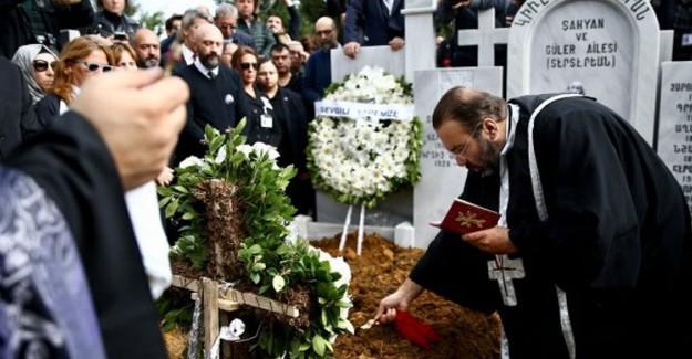 90 Yaşında Hayatını Kaybeden Ara Güler'in Cenazesi Toprağa Verildi!