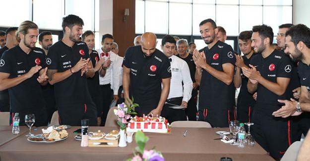 A Milli Takım'da Yunus ve Sinan'a Sürpriz Kutlama!