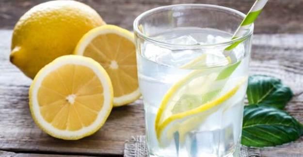 Aç Karnına Limonlu Su İçmek Zararlı Mı?