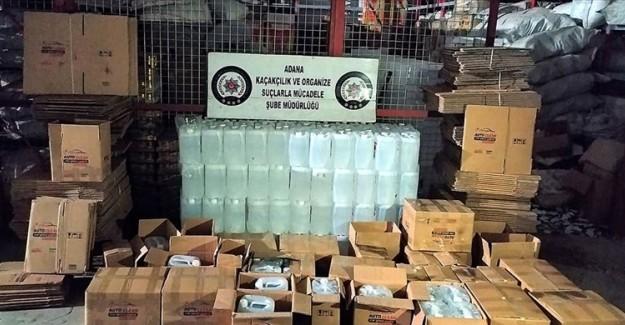 Adana'da 'Antifrizli Cam Suyu' Yazılı Kolilerde Bin Litre Etil Alkol Bulundu