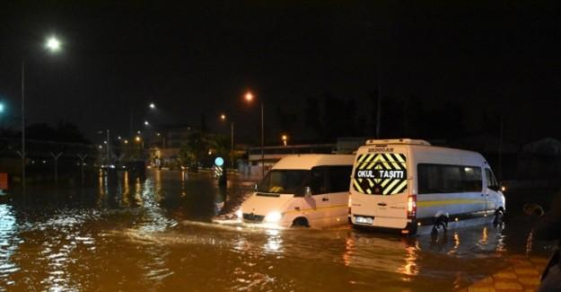 Adana'da Sağanak Etkili Oluyor