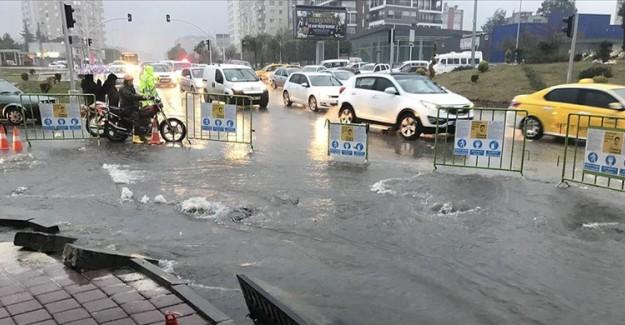 Adana'da Şiddetli Yağış Nedeniyle Eğitime Ara Verildi