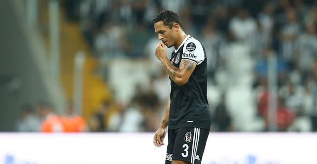 Adriano'dan Beşiktaş'ı Üzecek Karar!