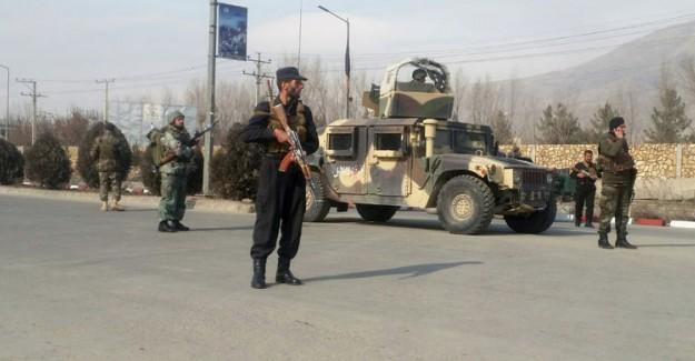 Afganistan'da Karakola Bombalı Saldırı Düzenlendi: 10 Asker Yaşamını Yitirdi