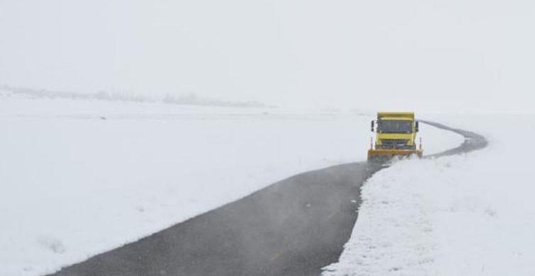 Ağrı'da, Kardan Kapanan Köy Yolları Açıldı